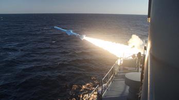 Saját hajóját találta el Irán egy hadgyakorlaton