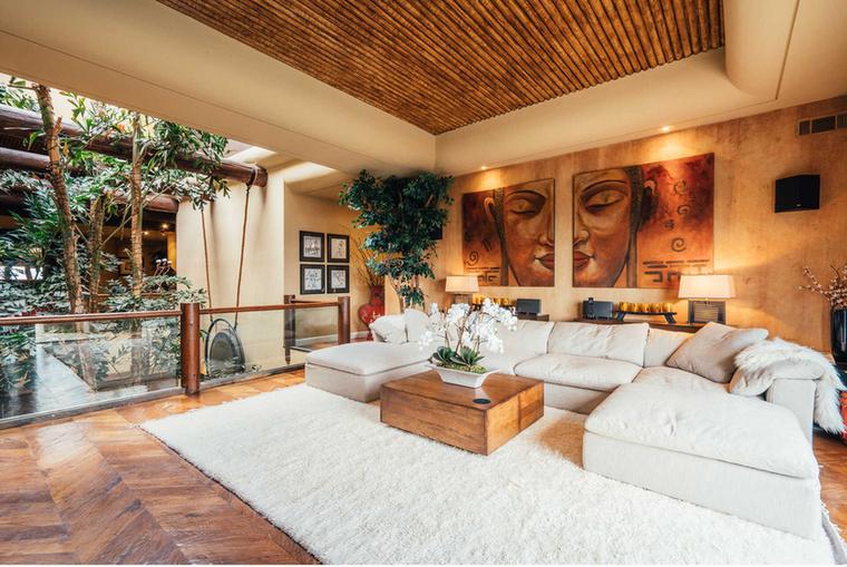 A lakást 4,6 millió dollárért, vagyis majdnem 1,5 milliárd forintért dobta a piacra
