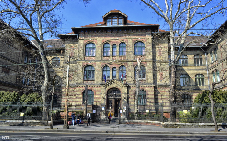 A Szent István Egyetem Ybl Miklós Építéstudományi Kar épülete a főváros XIV. kerületében, a Thököly út 74-ben