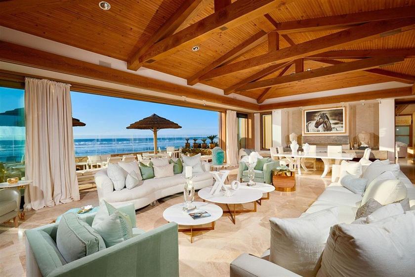 Bill Gates új otthona óriási nappalival rendelkezik, amit egybeépítettek az ebédlővel.