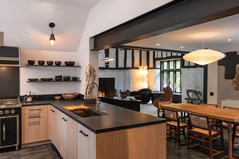 Ida tartozik a konyha is, ahol Degeneres feleségével, Portia de Rossival főzhet
