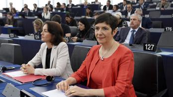Az Isztambuli Egyezmény ratifikációja mellett áll ki 123 EP-képviselő