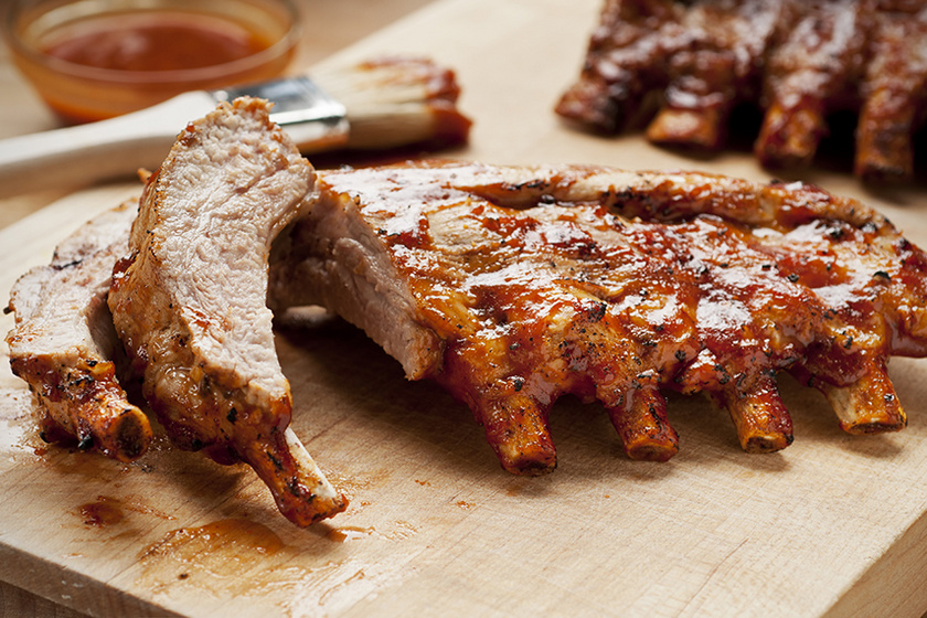Szaftos sült oldalas saláta vagy főzelék mellé: így készítve lesz omlós a hús