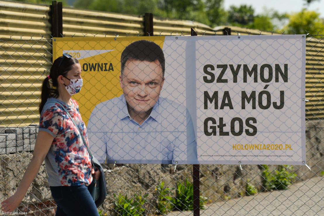 Szymon Hołownia választási plakátja Krakkóban 2020. május 9-én