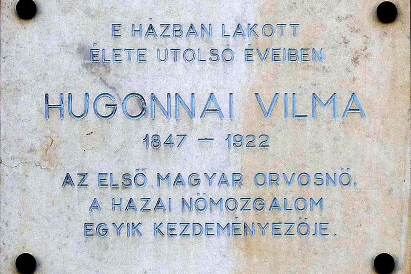 Hugonnai Vilma emléktáblája a VIII. kerületi Bíró Lajos utca 41. alatt