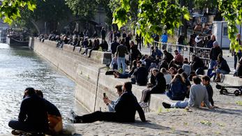 Betiltották a borozgatást a Szajna-parton Párizsban