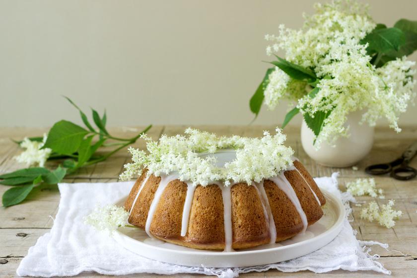 Mennyei bodzás kuglóf egyszerű kevert tésztából: nagyanyáink kedvenc sütije