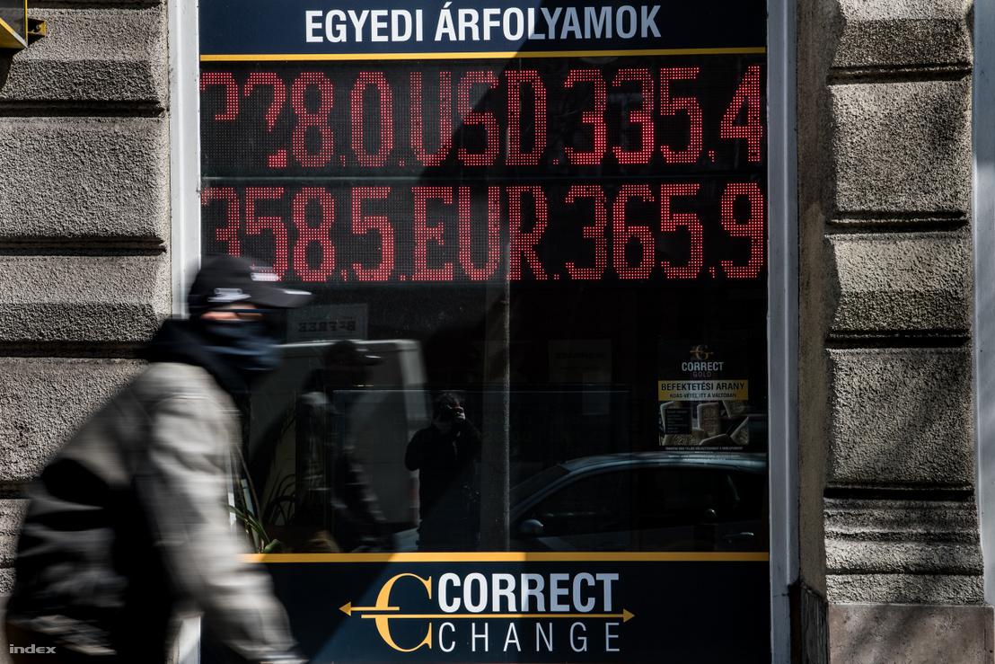 2020. április elsején az euró délelőtti árfolyama 365,9 forint volt