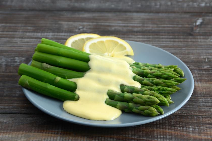 A tökéletes hollandi mártás receptje: sült, roppanós zöldségekhez