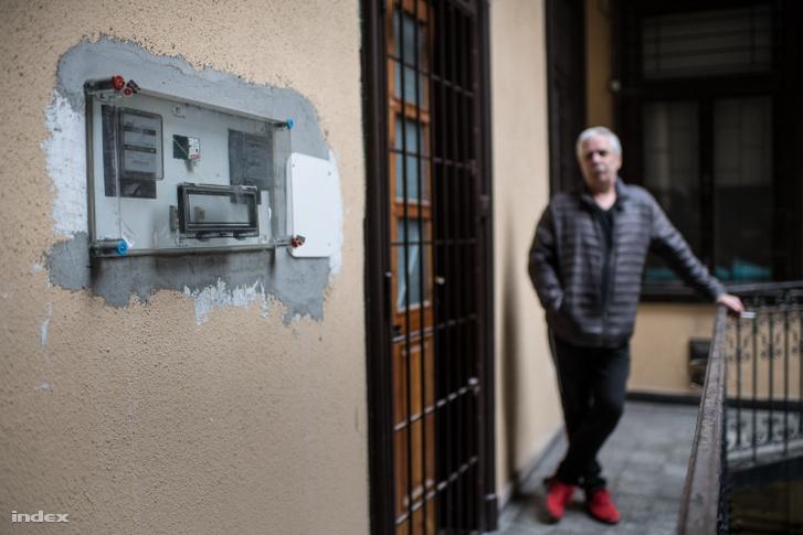 Bliznik Rezső lakásánál, ahol áramütés érte