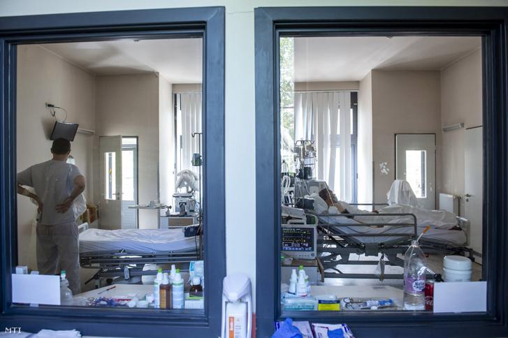 Akoronavírussal fertőzöttek fogadására kialakított osztály a fővárosi Szent László Kórházban 2020. május 8-án.