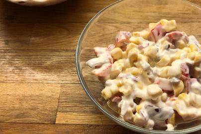 Krémes kukoricasaláta joghurttal és majonézzel – Hús mellé tökéletes köret