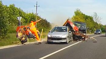 Videóra vették a durva autóbalesetet Városlőd határában