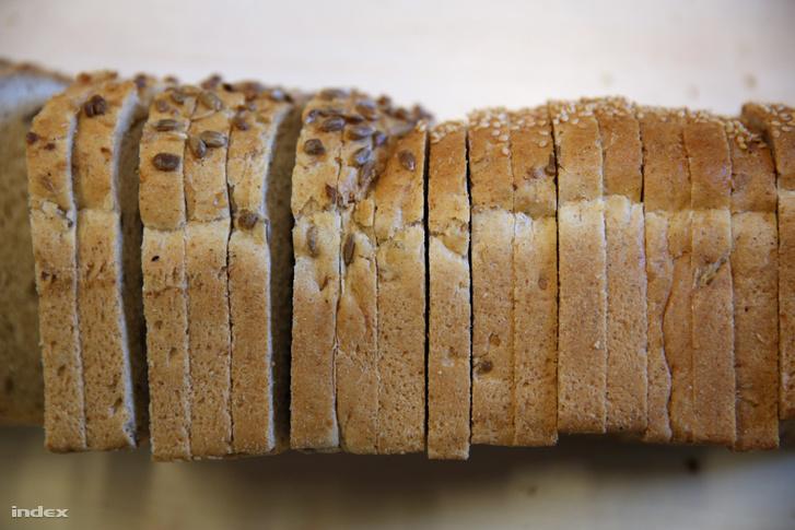 Tapadásmentes bevonatú sütőformában sült kenyér