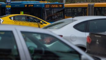 Karácsony: a koronavírus előttinél nagyobb autóhasználat Budapest számára járhatatlan út
