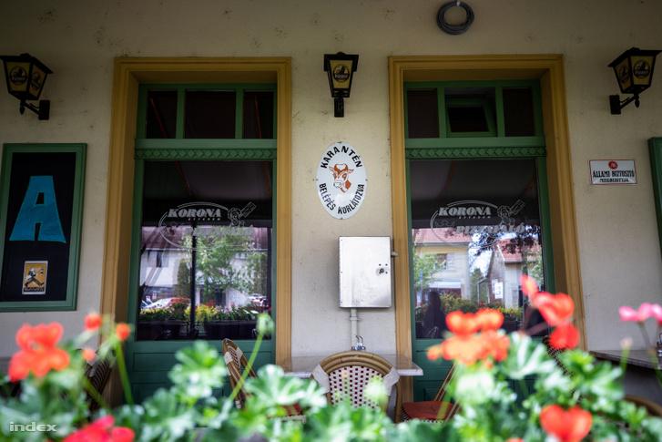 Terasszal üzemelő étterem Bicskén 2020. május 6-án