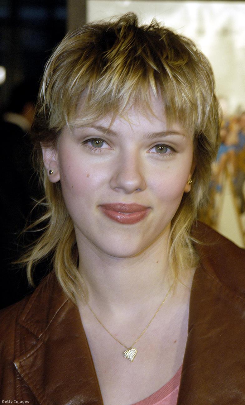 Scarlett JohanssonKicsivel később megpróbálta frufruval is, de ez csak rontott a helyzeten.