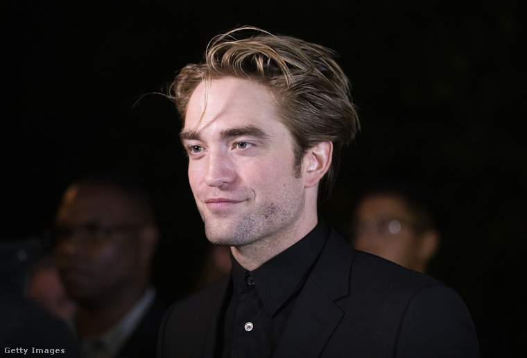Robert PattinsonAz Alkonyatból (és még persze sok más filmből) ismert színész már a kezdetek óta a kócos sérót kedveli