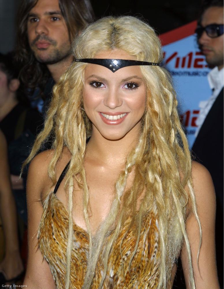 ShakiraDe 2001-ben azért neki is volt egy kisebb kilengése az MTV Video Music Awards díjátadóján