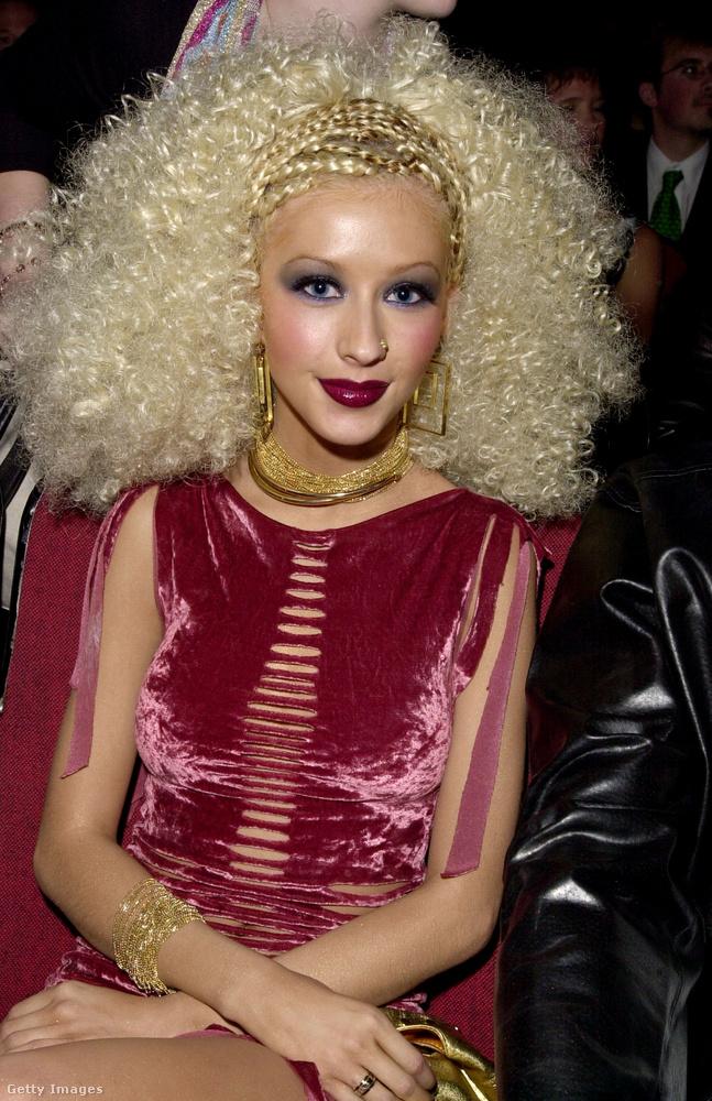 Christina AguileraEllentétben ezzel a 2001-es díjátadóval