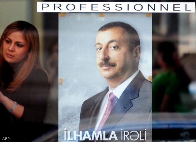 Ilham Aliyev portréja egy azeri fordászüzlet kirakatában, a 2008-as választások idején.