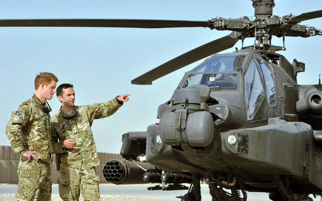 Harry herceg eligazításon az afganisztáni Camp Bastion támaszponton.