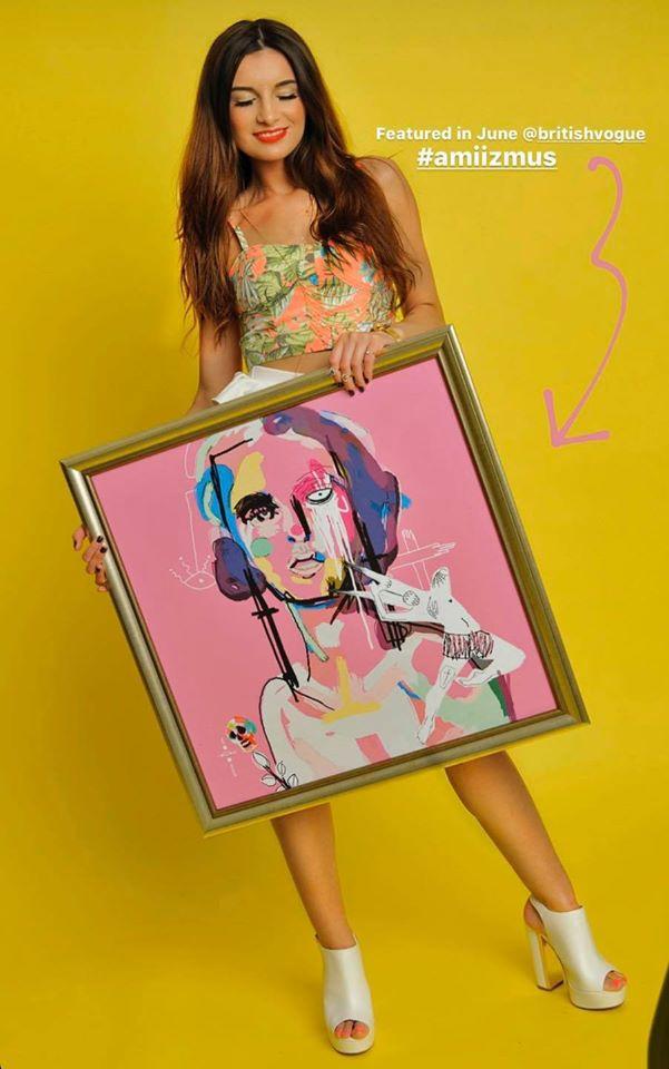 """""""Szeretnék gratulálni a húgomnak, hogy jelen munkája bekerült az angol Vogue magazin hasábjaira!"""" - írta ByeAlex a Facebookon."""