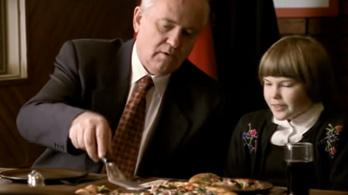 Az utolsó szovjet pártfőtitkár szerepelt egy Pizza Hut-reklámban