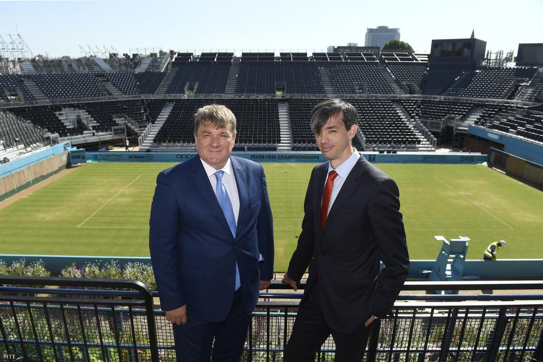 Szűcs Lajos és Richter Attila a londoni Queen's Tennis Clubban tartott sajtótájékoztatón 2019. június 27-én. Az eseményen bejelentették hogy Magyarország rendezi meg az átszervezés alatt álló női tenisz Fed Kupa döntőjét 2020-ban 2021-ben és 2022-ben.