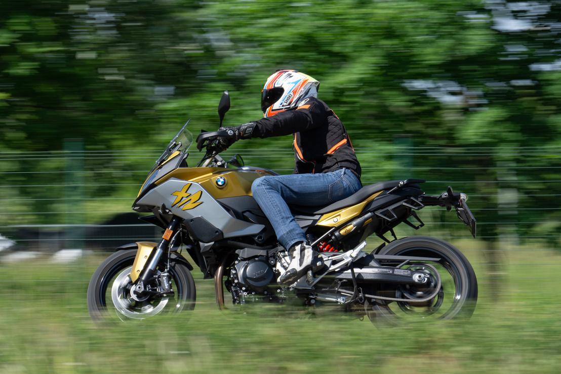 Túrázni és nézelődni a Road mód is tökéletes, de ilyen motort nem az vesz, akinek a motorozás a nézelődést jelenti