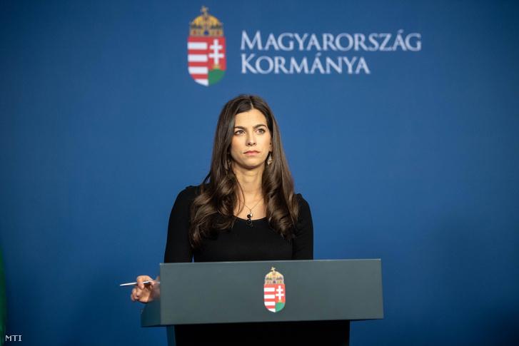 Szentkirályi Alexandra kormányszóvivő az online megtartott Kormányinfó sajtótájékoztatón 2020. május 7-én.