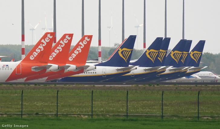 A járvány miatt használatonkívüli repülőgépek a berlini Willy Brandt repülőtéren