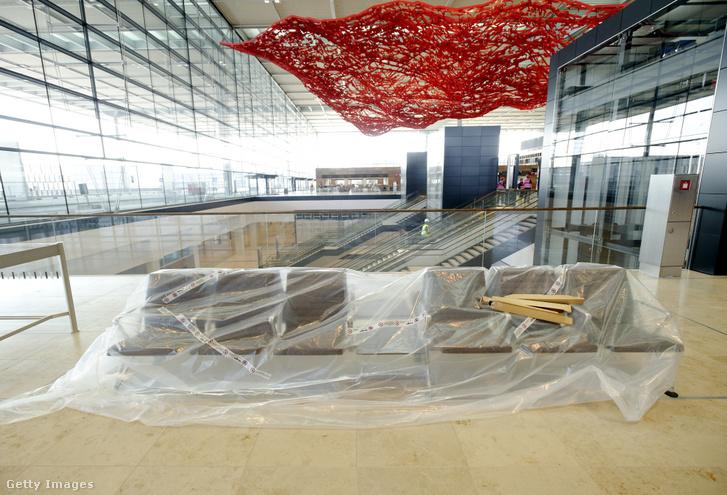 A repülőtér épülő terminálja 2013-ban