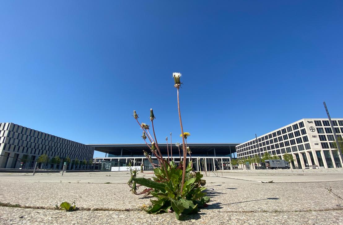 A reptér főépülete 2020 áprilisában