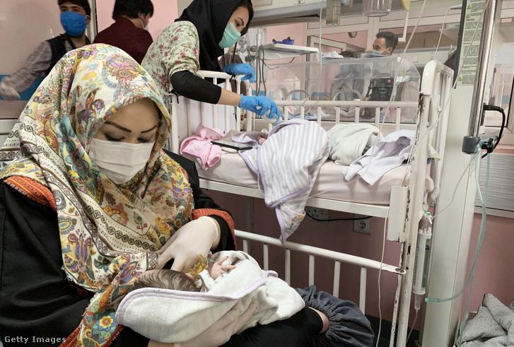 A Kabul nyugati részén elkövetett kórházi tamadás evakuált túlélőit egy másik intézménybe szállították