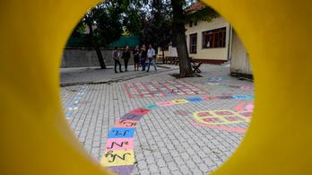 Egyes településeken újraindulhat az iskolai oktatás az alsósoknak