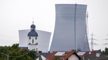 Mint olvadt mályvacukor omlottak össze a philippsburgi atomerőmű hűtőtornyai