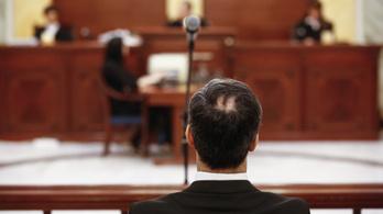 Kétszázezer forintra büntették a lúgos orvos hamisan tanúskodó titkárnőjét