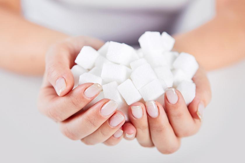 Növeli az elhízást, károsítja az idegsejteket, és fáradékonyabbá tesz: 4 jel, hogy túl sok cukrot eszel