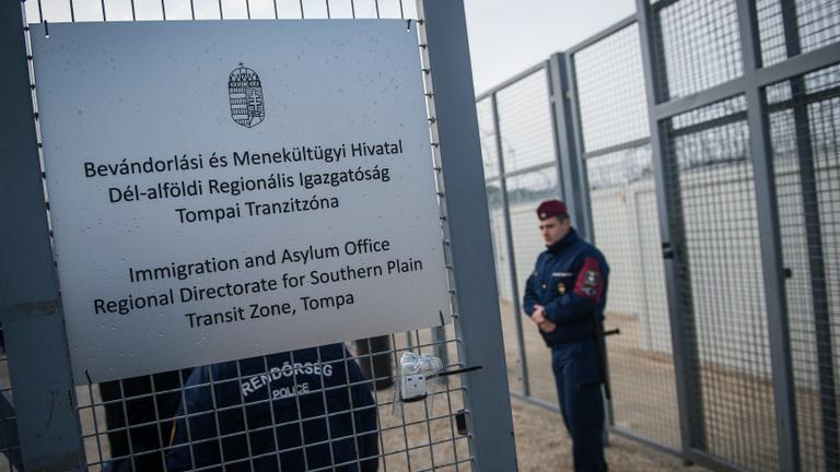Európai Bíróság: jogellenes a menedékkérők őrizetben tartása Röszkén
