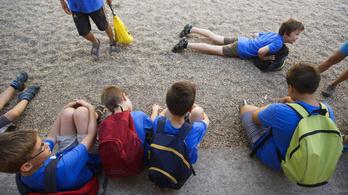 Engedélyezi a kormány a nyári napközis gyermektáborokat