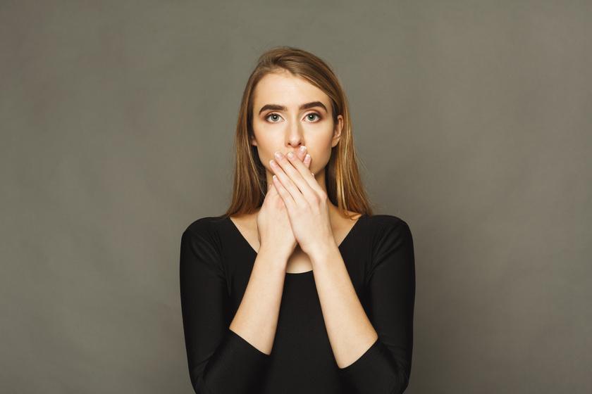 A pikkelysömör nem csak a könyökön és térden jelentkezhet - A szájban is okozhat kellemetlen tüneteket