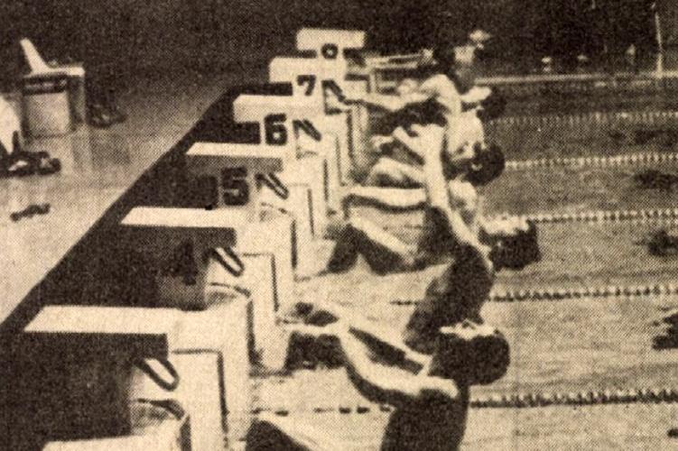 Könnyedén versenyezve nyerte a 200 m-es hátúszást olimpiai bajnokunk, Wladár Sándor (a 4-es pályán) Forrás: Népsport 1980. december / Arcanum adatbázis