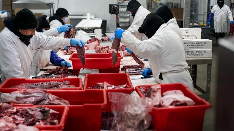 Hogyan lettek a húsüzemek a járvány gócpontjai?