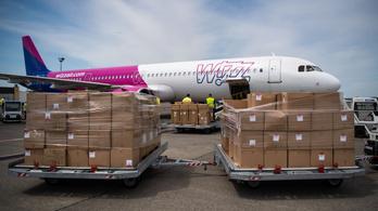 Eddig 121 repülőgép hozott védőeszközöket Kínából