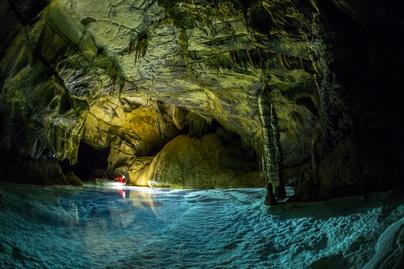 barlang víz nyitó