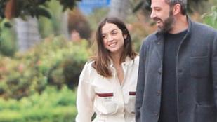 Ben Affleck és Ana de Armas lanyha csókot váltott