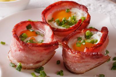 Baconben sült szaftos tojás – Muffinsütőben készülő villámgyors reggeli