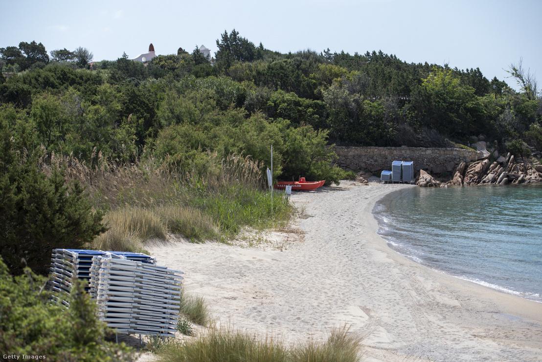 Kihalt strand Szardínián 2020 május 10-én