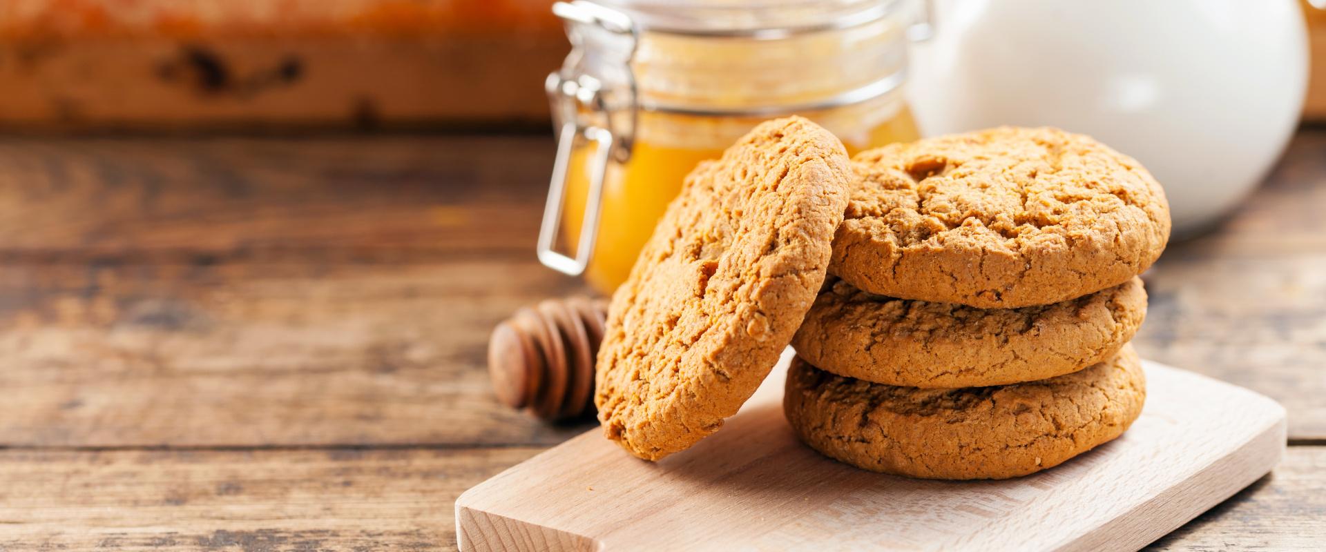 teljeskiőrlésű mézes keksz cover